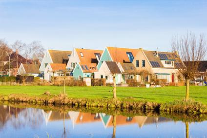 Durch die Möglichkeiten des Internets erfreuen sich heute auch Häuser in entlegenen Orten großen Zuspruchs bei Mietern. gianliguorni © fotolia.com