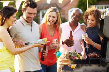 Wer an Freunde oder Kollegen vermietet, kann aus Anonymität resultierende Vermieter-Risiken abhaken.  Monkey Business © fotolia.com