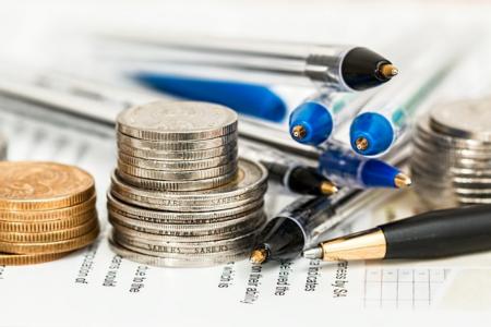 Sparen ist heute gar nicht mehr so einfach, da das Zinsumfeld sich sehr zum Negativen gewandelt hat. Doch welche Ausweichmöglichkeiten bleiben Sparern? Abbildung 1: © stevepb (CC0-Lizenz)/ pixabay.com