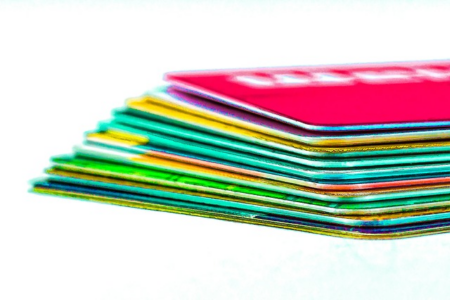 Kreditkarten bieten heute eine große Vielfalt an Leistungen. Bis auf die Kreditfunktion sind solche Leistungen jedoch auch in Prepaid-Modellen enthalten. pixabay.com © AlexanderStein (CC0-Lizenz)