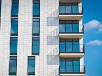 Immobilien-Ansparen in der Niedrigzinsphase: Wertpapieranlage für Singles oder junge Paare unschlagbar?