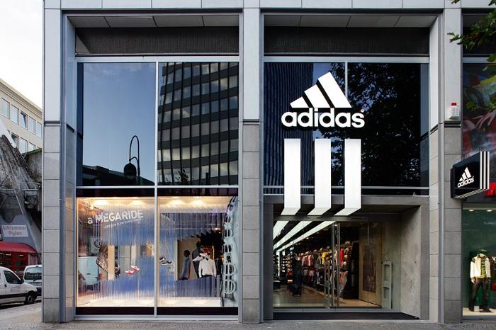 Addidas Logo und Store
