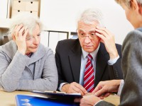 Senioren bei Beratung haben Angst vor Altersarmut © Robert Kneschke / Fotolia.com