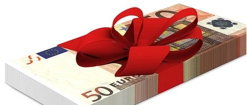 Weihnachtsgeld: Sparen, investieren oder ausgeben?