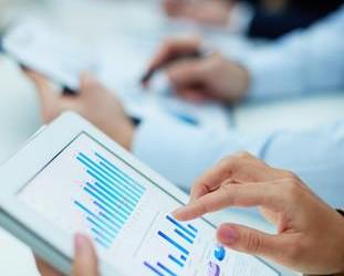 Beim Kauf von Aktien fallen Gebühren für den Börsenplatz und die Orderbearbeitung an