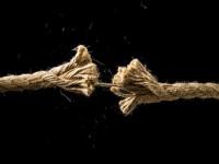 Wie kann man Aktien gegen Kursverluste absichern?