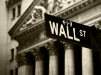 Wie kann sich ein Unternehmen vor einer feindlichen Übernahme schützen?